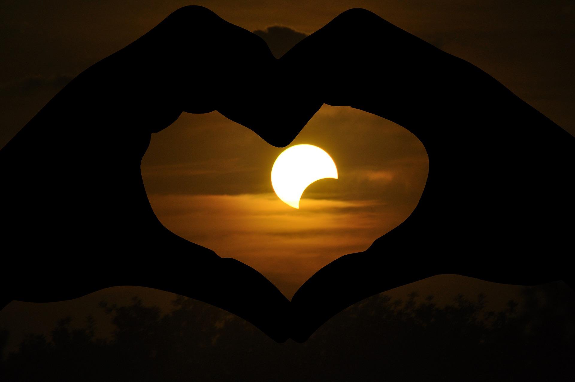 solar-eclipse-2671388_1920